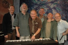 the manfreds (l-r): paul jones, voormann, mike d'abo, tom mcguiness, mike hugg, rob townsend