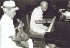 Compay Secundo & Ruben Gonzales (Foto: Susan Titelman)